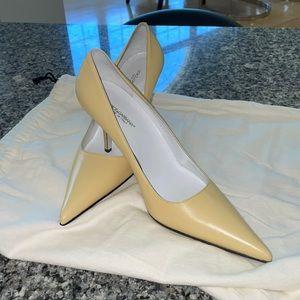 Dolce and Gabbana beautiful pale yellow Heels 39.5